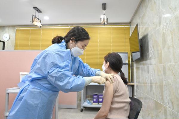 210302보도자료(청송군, 코로나19 백신 접종 시작) (2).jpg
